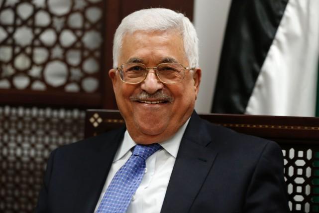 Le président de l'Autorité palestinienne sourit lors d'une... (photo ABBAS MOMANI, AFP)
