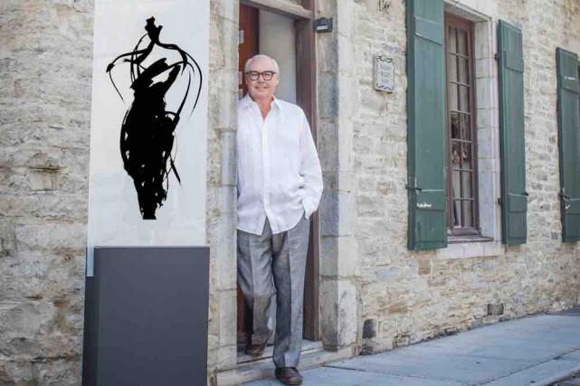 Jean-Claude Poitras devant la galerie qui l'accueille cet... (Jocelyn Michel)