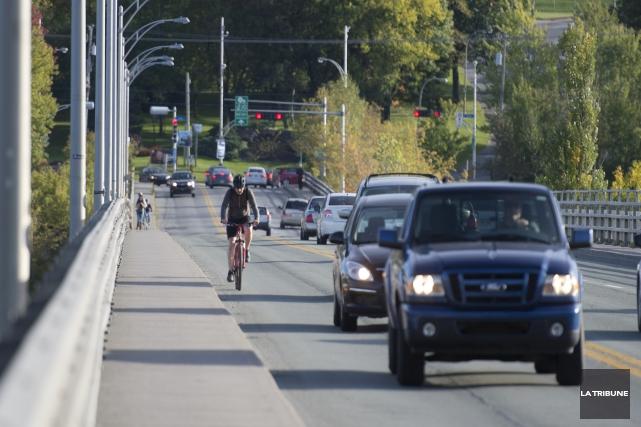 ÉDITORIAL / L'abandon du projet de passerelle cyclable sur le boulevard de... (Archives, La Tribune)