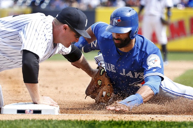 Jose Bautista est retiré au cours du match... (Archives, Associated Press)