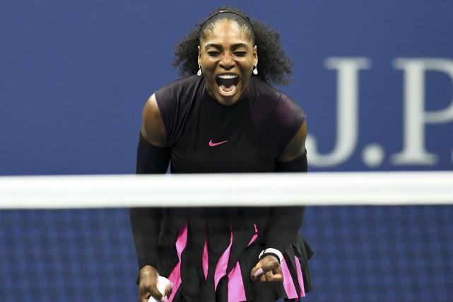 Serena Williams a subi une blessure au genou... (Agence France-Presse)