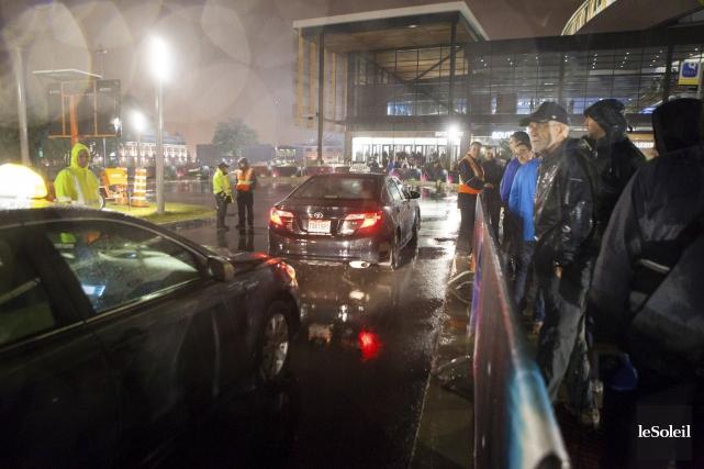 Si une dizaine de taxis sont passés embarquer... (Le Soleil, Caroline Grégoire)