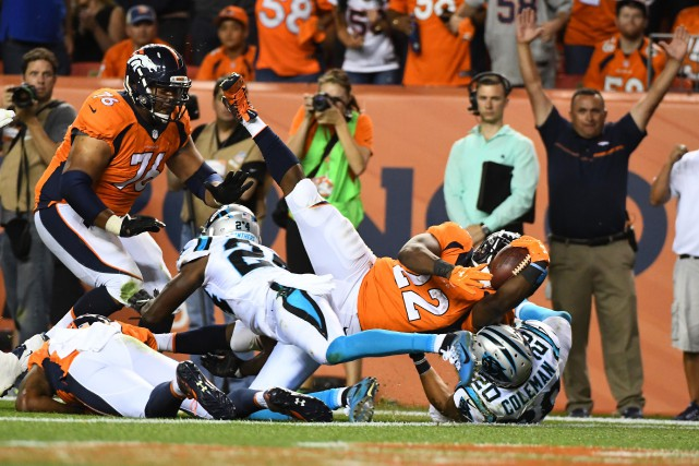 C.J. Anderson (22) a inscrit deux touchés au... (Photo Ron Chenoy, USA Today Sports)