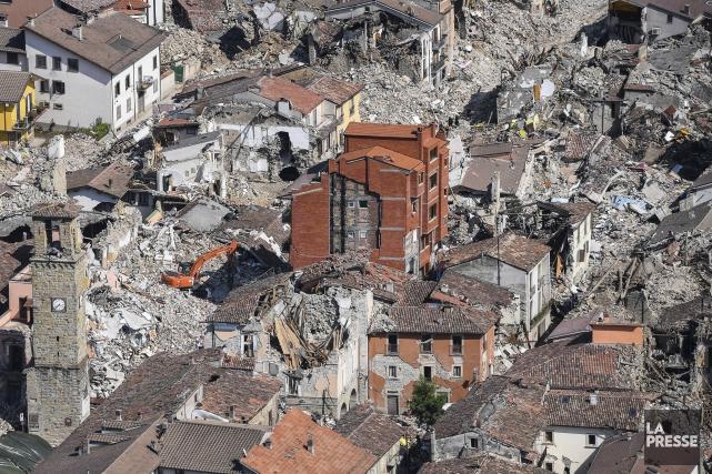 Le séisme en Italie a fait 300 morts.... (AP)