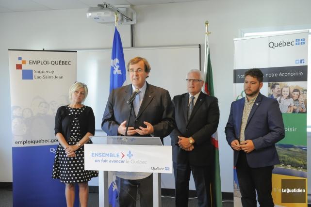 Le ministre François Blais a procédé à l'annonce... (Photo Le Quotidien, Gimmy Desbiens)