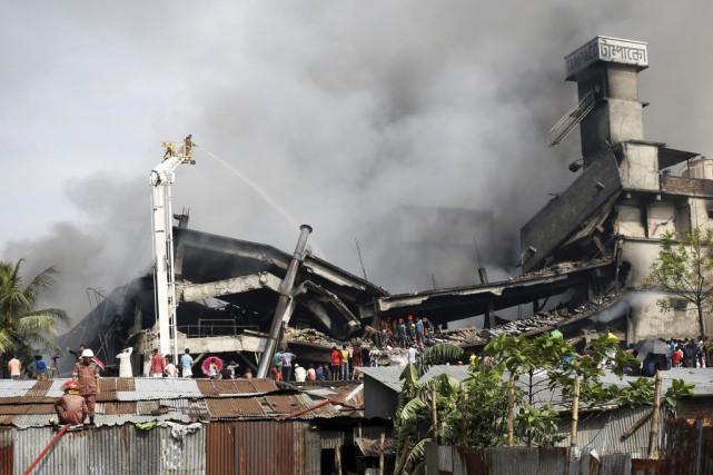 La sécurité des usines au Bangladesh est souvent... (PHOTO MOHAMMAD PONIR HOSSAIN, REUTERS)