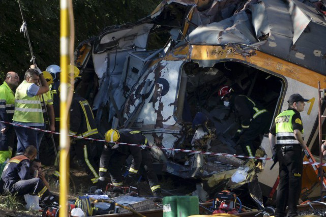 Quatre personnes ont trouvé la mort dans l'accident.... (PHOTO MIGUEL RIOPA, AFP)