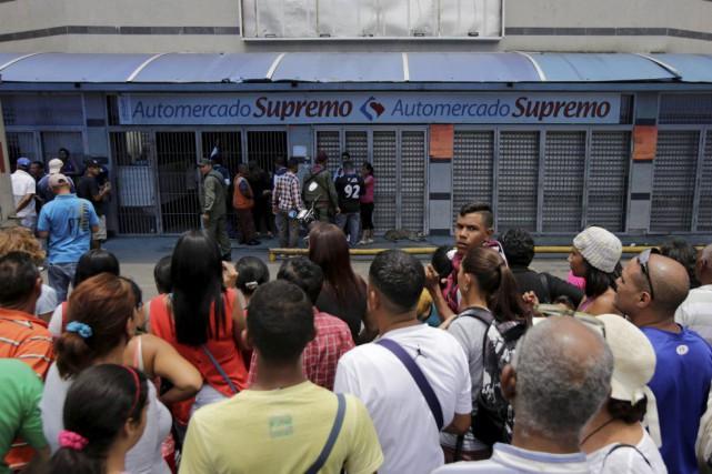 La pénurie au Venezuelatouche 80% des aliments et... (PHOTO HENRY ROMERO, REUTERS)