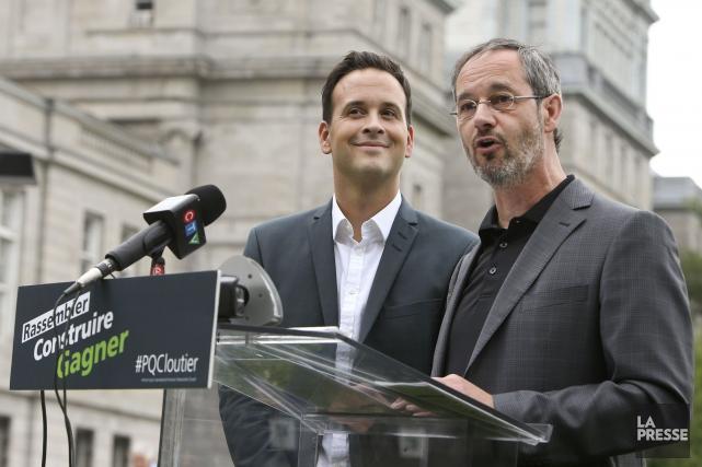 Sylvain Pagé (à droite), député de Labelle, avait... (PHOTO ROBERT SKINNER, LA PRESSE)