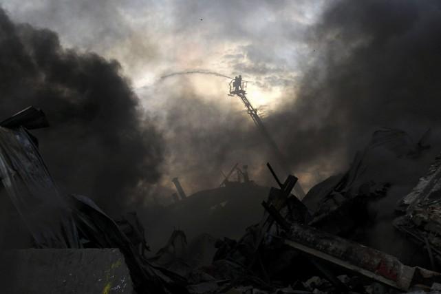 L'explosion d'une chaudière dans une usine d'emballages située... (AFP, Rajib Dhar)