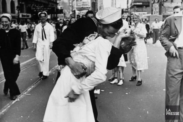 Le 14 août 1945, cette assistante dentaire, alors... (Photo Alfred Eisenstaedt, archives La Presse)