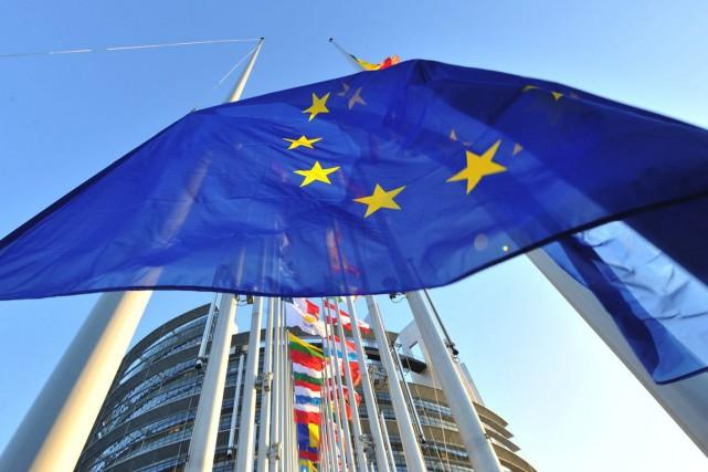 Le président de la Commission européenne, Jean-Claude Juncker, et le président... (PHOTO GEORGES GOBET, ARCHIVES AFP)