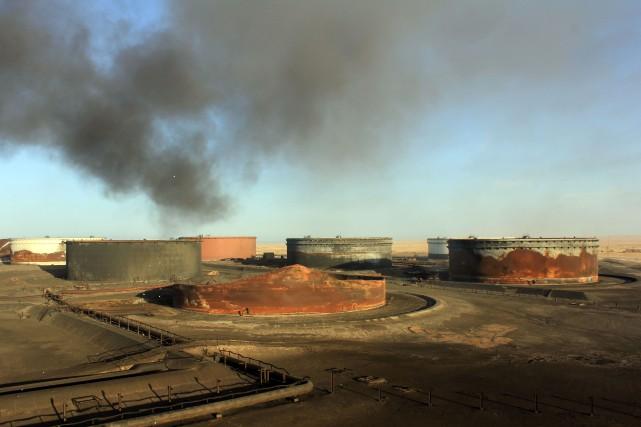 Des forces fidèles aux autorités libyennes non reconnues se sont emparées... (Photo Agence France-Presse/STR)