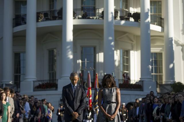 Barack Obama et son épouse observe une minute... (AP)