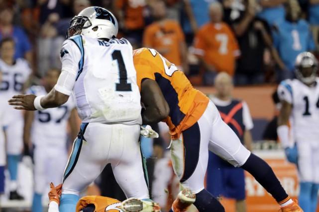 Cam Newton a été victime de plusieurs durs... (PHOTO Jack Dempsey, AP)