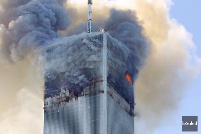 De la fumée et des flammes s'échappent de... (Photothèque Le Soleil)