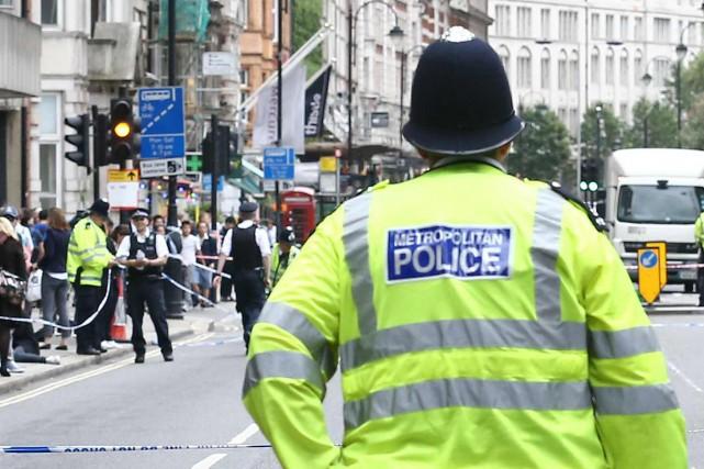 La police britannique a arrêté 55 personnes et saisi des armes blanches... (Photo archives AFP)