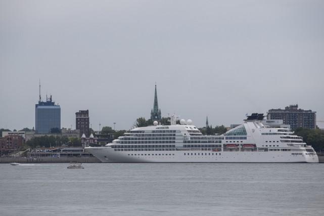 Les navires MS Seabourn Quest et le Canadian... (Olivier Croteau)