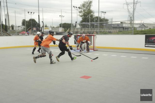 Le 2e tournoi de hockey-balle Dany Dubuc-Marquis a... (Catherine Trudeau, La Voix de l'Est)