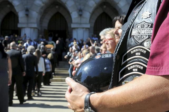 Plusieurs centaines de motocyclistes ont assisté aux funérailles... (Collaboration spéciale, Éric Beaupré)