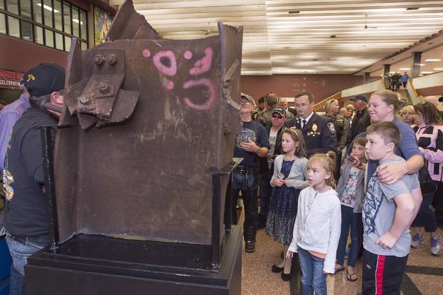 Le morceau de poutre du World Trade Center... (La Presse canadienne, Andrew Vaughan)