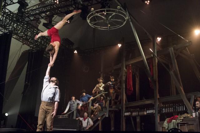 Le Cirque Éloize en met plein la vue... (Stéphane Lessard)