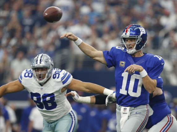Eli Manning a lancé trois passes de touché... (The Associated Press)