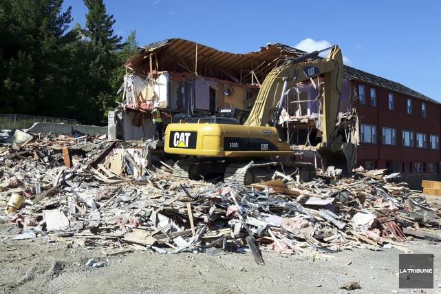 L'ancien hôtel Montjoye a été démoli, la semaine... (La Tribune, Jean-François Gagnon)
