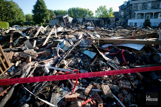 Cinq immeubles ont été touchés par la propagation... (PHOTO DAVID BOILY, LA PRESSE)