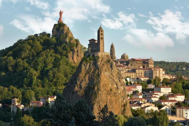 Vue du Puy-en-Velay... (PHOTO LUC OLIVIER, FOURNIE PAR LE COMITÉ RÉGIONAL DE DÉVELOPPEMENT TOURISTIQUE DE L'AUVERGNE)