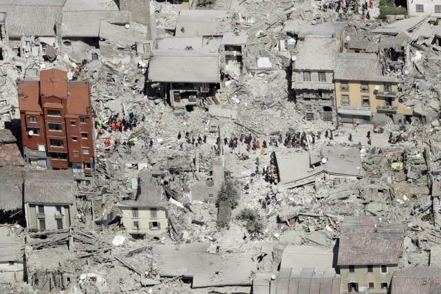 Amatrice est la ville la plus touchée par... (Archives AP)
