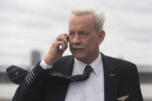 Tom Hanks dans une scène du film Sully.... (PHOTO FOURNIE PAR WARNER BROS.)