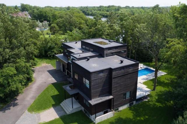 La résidence construite en 2011 en impose avec... (PHOTO FOURNIE PAR CENTRIS)