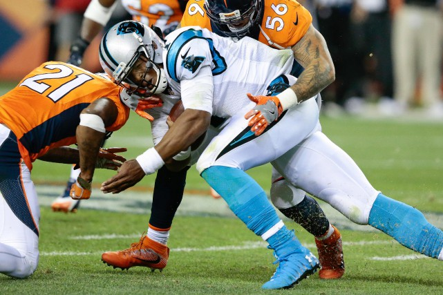 Le quart-arrière Cam Newton (1), des Panthers de... (Photo Isaiah J. Downing, USA Today Sports)