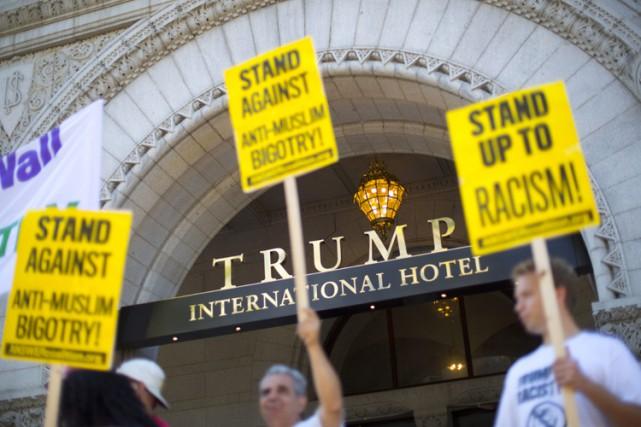 Les manifestants se disent choqués par la débauche... (PHOTO AP)