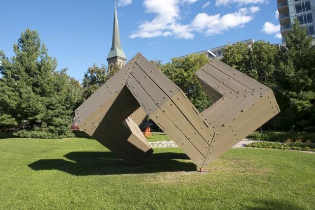 La sculpture cubique en boisDouze points d'un équilibre... (Martin Roy, LeDroit)