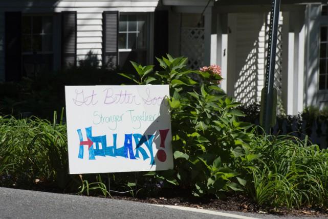 Un panneau près de la maison de Hillary... (PHOTO AFP)