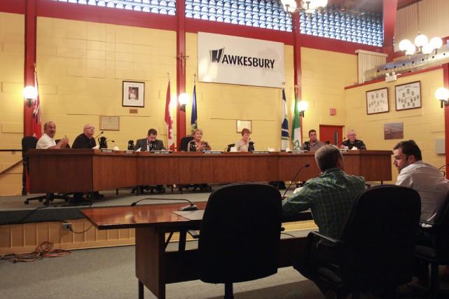 Le conseil municipal de Hawkesbury a demandé à... (Martin Brunette, LeDroit)