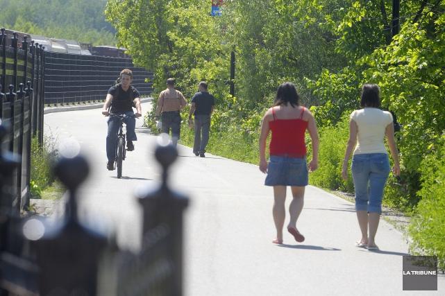 Bien sûr, certains automobilistes tassent les vélos qui s'aventurent dans «... (Archives, La Tribune)