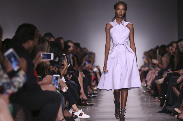 Une robe signée Zac Posen.... (PHOTO AP)