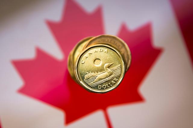 Le dollar canadien s'échangeait à 75,86 cents US à l'ouverture des marchés,... (Photo Mark Blinch, archives Reuters)