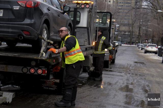 Les contrôleurs routiers saisissent régulièrement des véhicules Uber.... (Photothèque Le Soleil, Caroline Grégoire)