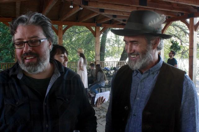 Le réalisateur Francis Leclerc, accompagné ici du comédien... (La Tribune, Yanick Poisson)