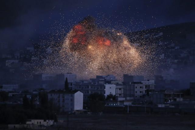 Trois frappes aériennes ayant visé le groupe État islamique au cours des six... (PHOTO ARCHIVES AP)