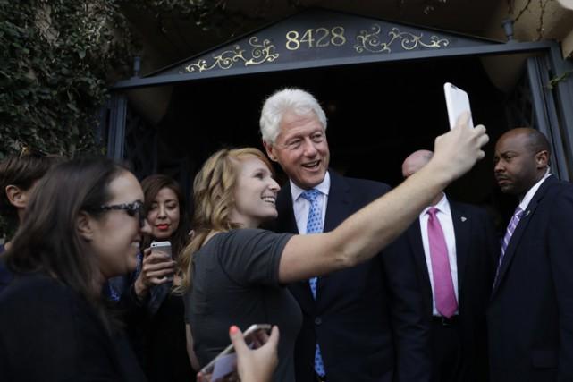 Bill Clinton a été chargé de remplacer sa... (PHOTO AP)