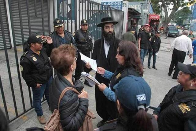 Ciblant la secte Lev Tahor,les policiers ont mené... (PHOTO TIRÉE DE TWITTER)