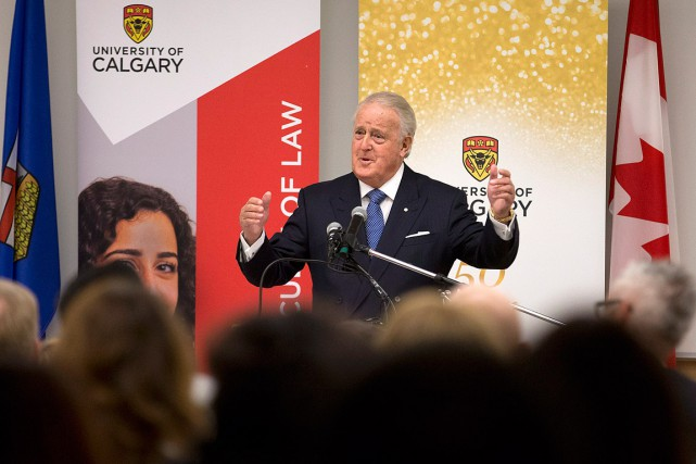 Brian Mulroney, devant un auditoire réuni dans un... (photo Larry MacDougal, pc)