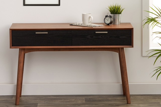 La console distinction en deux tons; 740 $.... (Photo fournie par Simons)