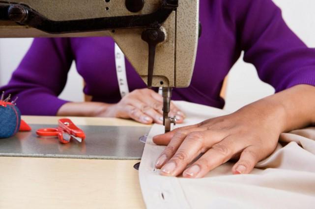 «Les bas salariés comblent des besoins primaires avec... (Photo Thinkstock)