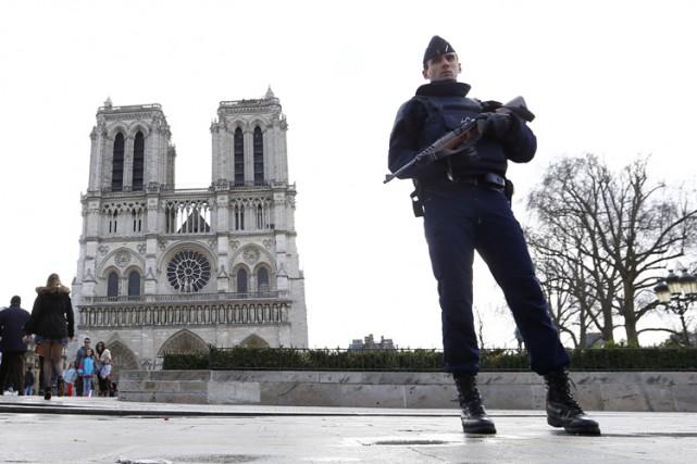 La police antiterroriste française a arrêté un garçon âgé de 15 ans, mercredi,... (PHOTO AP)